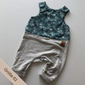 Babystrampler mit Seesternen.